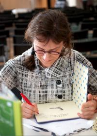 Pija Lindenbaum signing books. Photo by Skandibok.at
